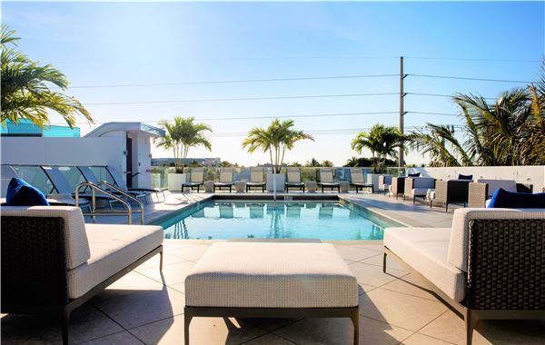 H2o Suites Roof Top Deck With Pool and Bar